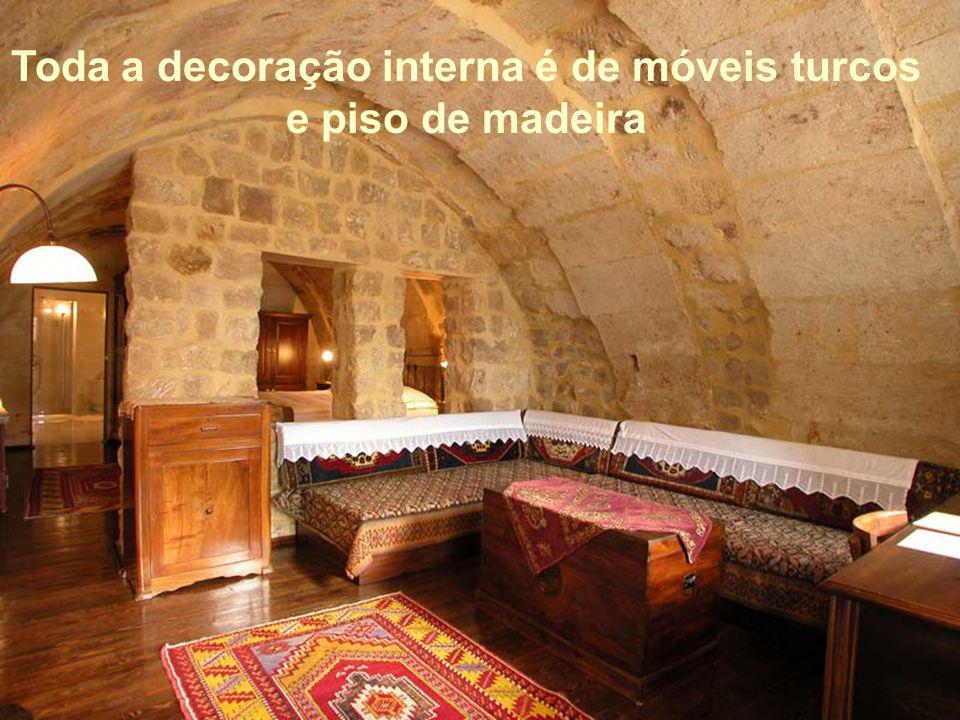 Toda a decoração interna é de móveis turcos