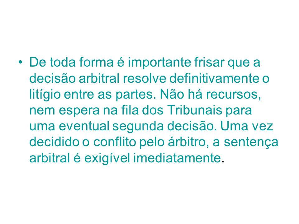 De toda forma é importante frisar que a decisão arbitral resolve definitivamente o litígio entre as partes.