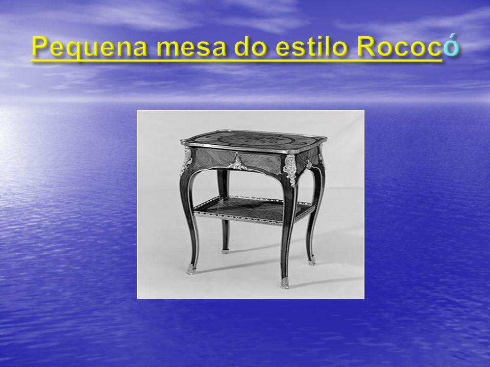 Pequena mesa do estilo Rococó