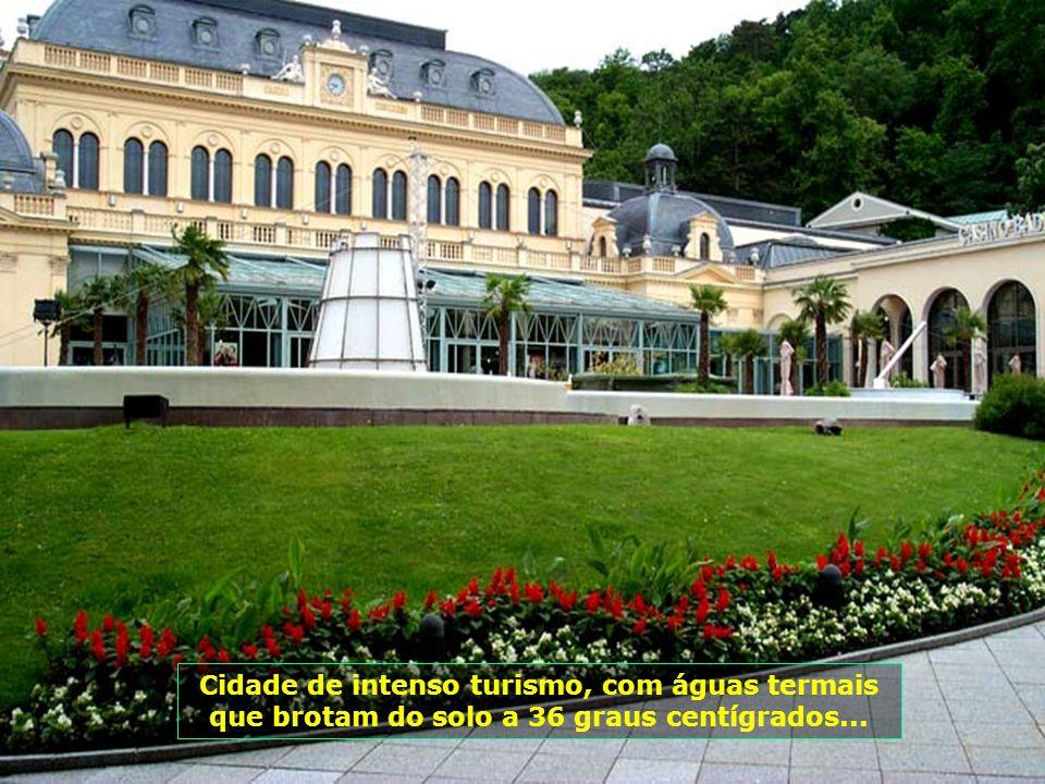 Cidade de intenso turismo, com águas termais que brotam do solo a 36 graus centígrados...