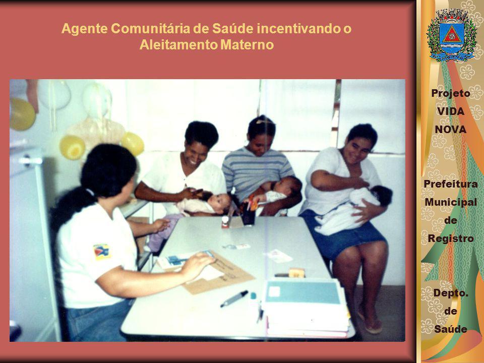 Agente Comunitária de Saúde incentivando o Aleitamento Materno