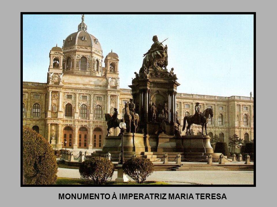 MONUMENTO À IMPERATRIZ MARIA TERESA