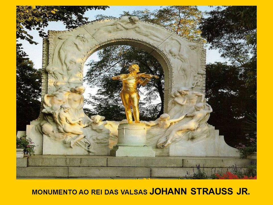 MONUMENTO AO REI DAS VALSAS JOHANN STRAUSS JR.