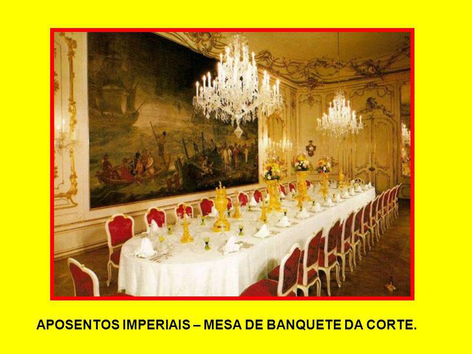 APOSENTOS IMPERIAIS – MESA DE BANQUETE DA CORTE.
