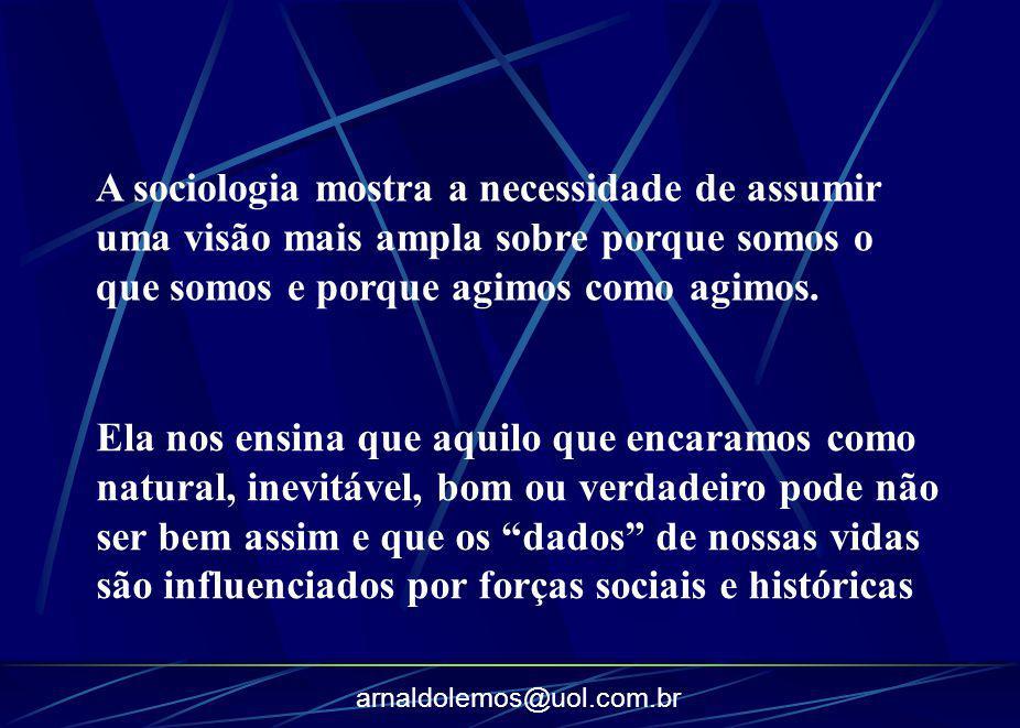 A sociologia mostra a necessidade de assumir uma visão mais ampla sobre porque somos o que somos e porque agimos como agimos.
