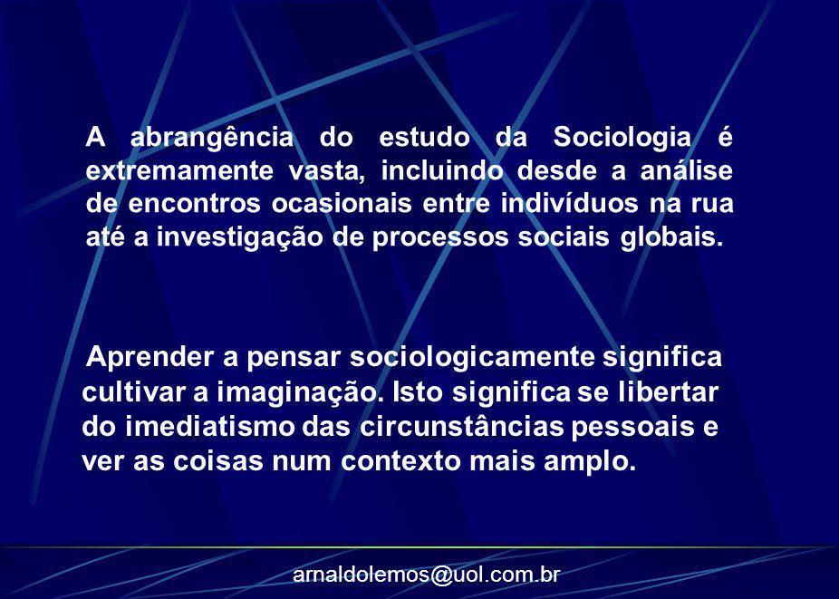 A abrangência do estudo da Sociologia é extremamente vasta, incluindo desde a análise de encontros ocasionais entre indivíduos na rua até a investigação de processos sociais globais.