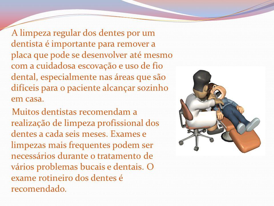 A limpeza regular dos dentes por um dentista é importante para remover a placa que pode se desenvolver até mesmo com a cuidadosa escovação e uso de fio dental, especialmente nas áreas que são difíceis para o paciente alcançar sozinho em casa.