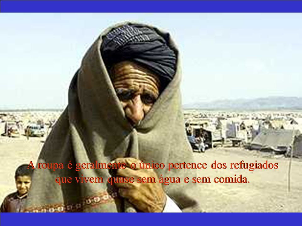 A roupa é geralmente o único pertence dos refugiados que vivem quase sem água e sem comida.
