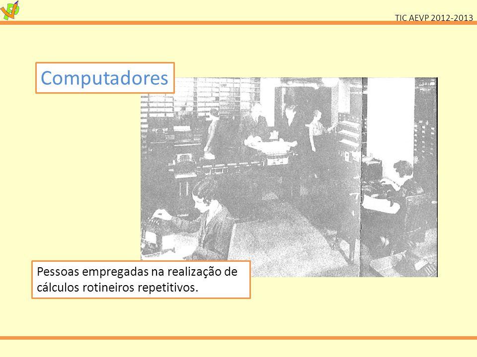Computadores Pessoas empregadas na realização de cálculos rotineiros repetitivos.