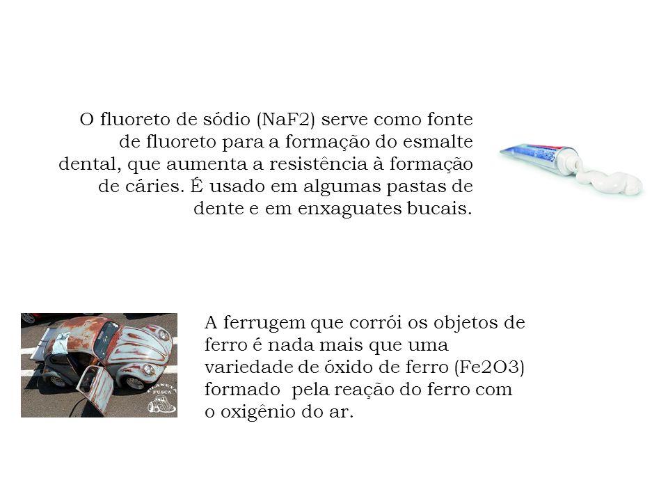 O fluoreto de sódio (NaF2) serve como fonte de fluoreto para a formação do esmalte dental, que aumenta a resistência à formação de cáries. É usado em algumas pastas de dente e em enxaguates bucais.