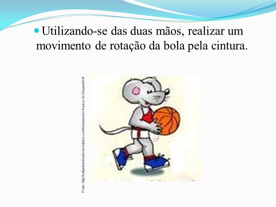 Utilizando-se das duas mãos, realizar um movimento de rotação da bola pela cintura.