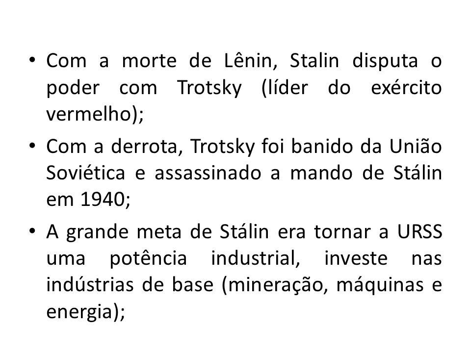 Com a morte de Lênin, Stalin disputa o poder com Trotsky (líder do exército vermelho);