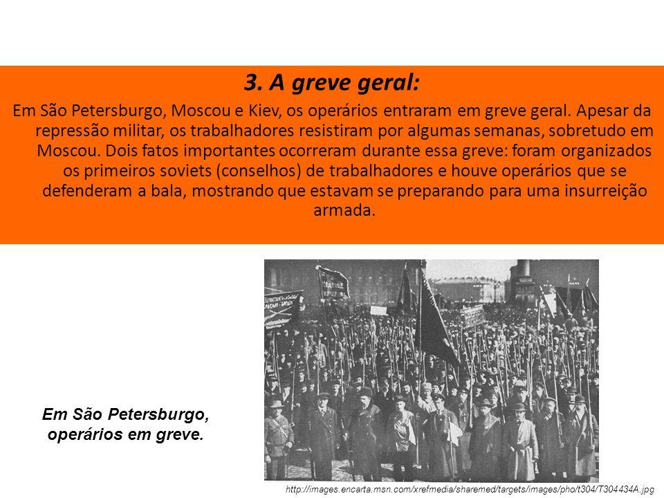 Em São Petersburgo, operários em greve.
