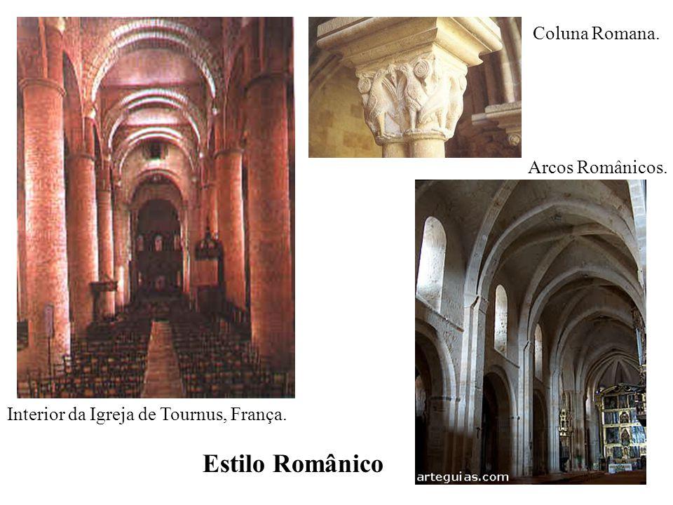 Interior da Igreja de Tournus, França.