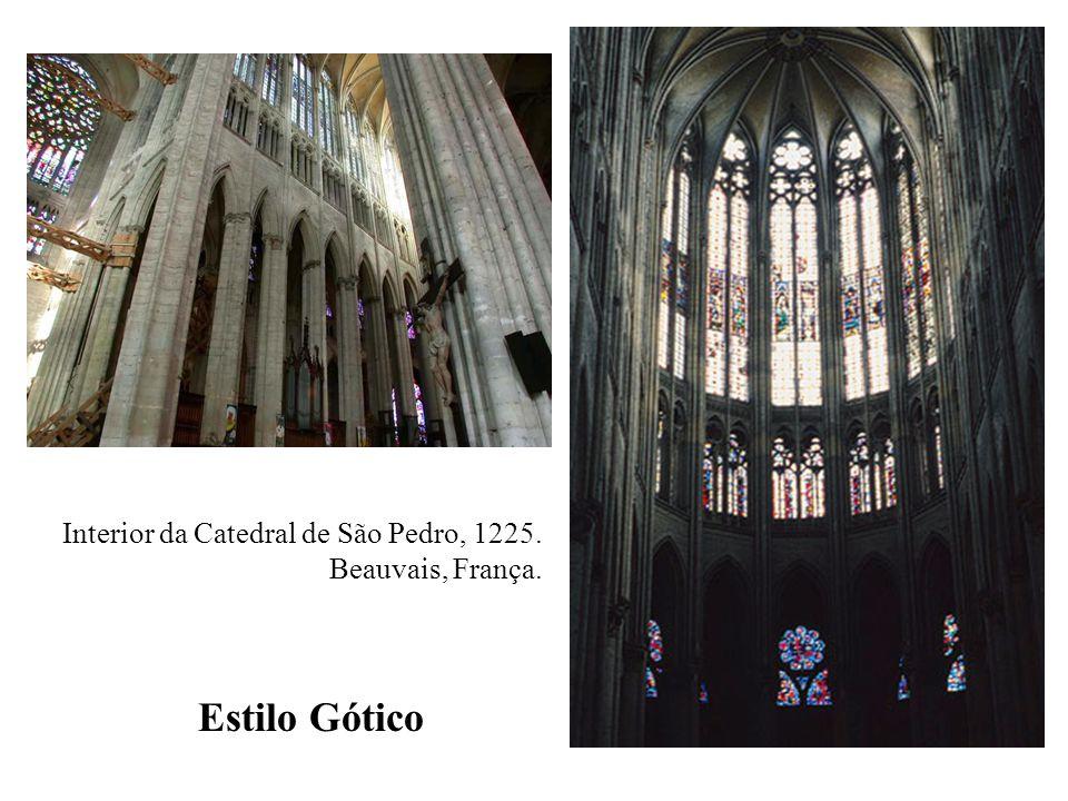 Estilo Gótico Interior da Catedral de São Pedro, 1225.