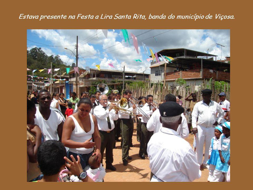 Estava presente na Festa a Lira Santa Rita, banda do município de Viçosa.