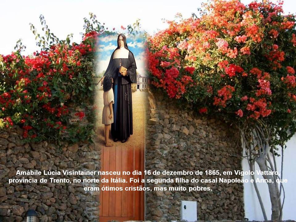 Amábile Lúcia Visintainer nasceu no dia 16 de dezembro de 1865, em Vigolo Vattaro, província de Trento, no norte da Itália.