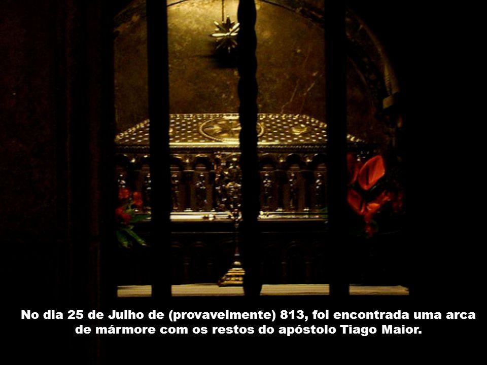 No dia 25 de Julho de (provavelmente) 813, foi encontrada uma arca de mármore com os restos do apóstolo Tiago Maior.