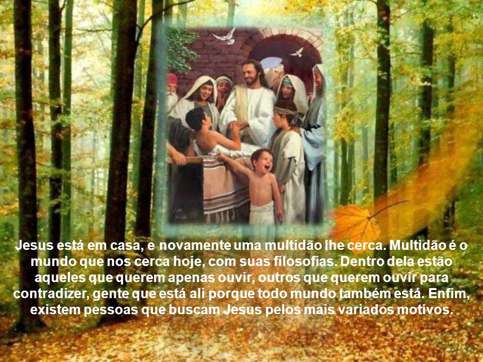 Jesus está em casa, e novamente uma multidão lhe cerca