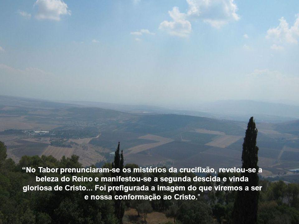 No Tabor prenunciaram-se os mistérios da crucifixão, revelou-se a beleza do Reino e manifestou-se a segunda descida e vinda gloriosa de Cristo...