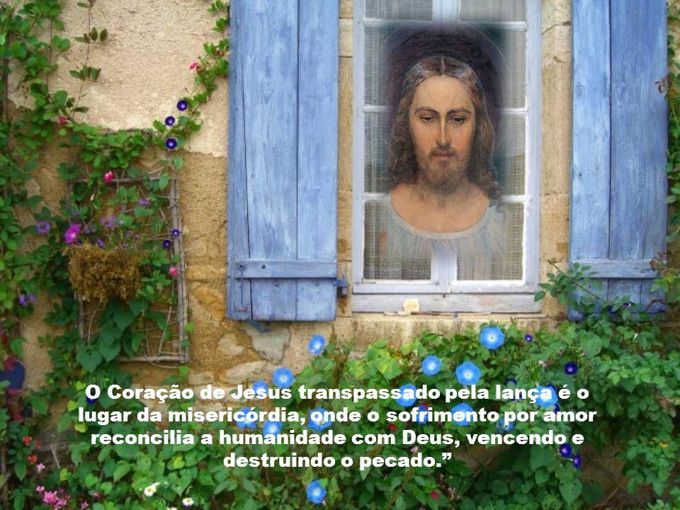 O Coração de Jesus transpassado pela lança é o lugar da misericórdia, onde o sofrimento por amor reconcilia a humanidade com Deus, vencendo e destruindo o pecado.