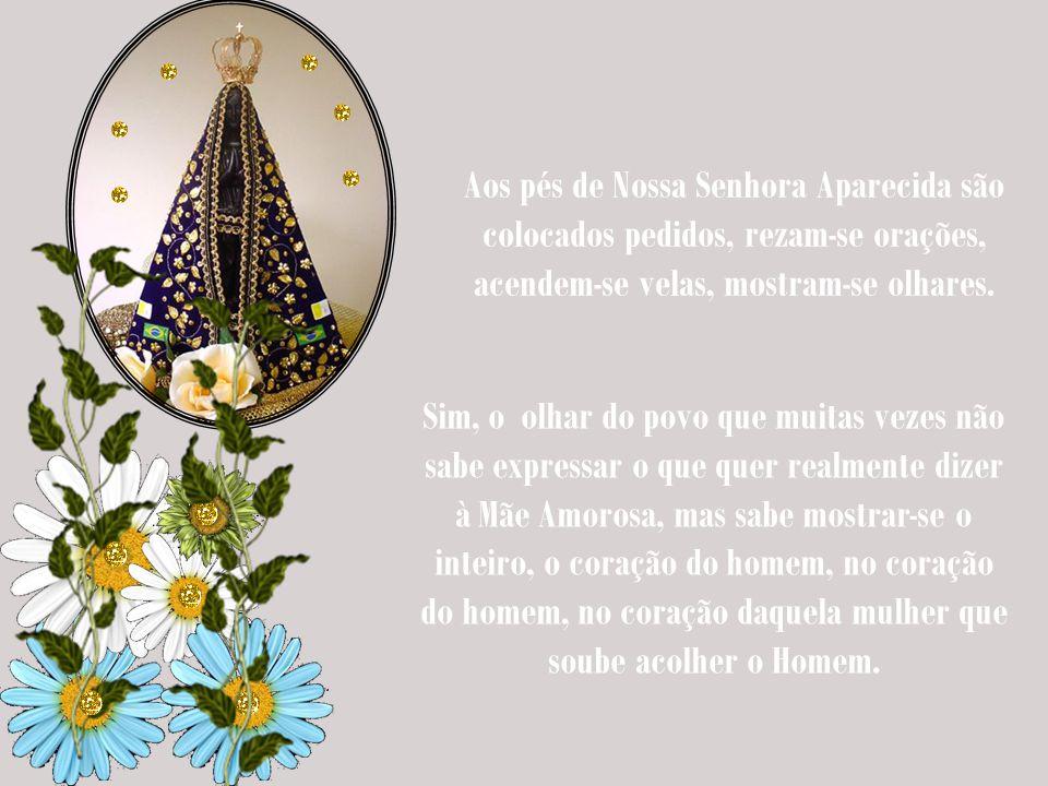 Aos pés de Nossa Senhora Aparecida são colocados pedidos, rezam-se orações, acendem-se velas, mostram-se olhares.