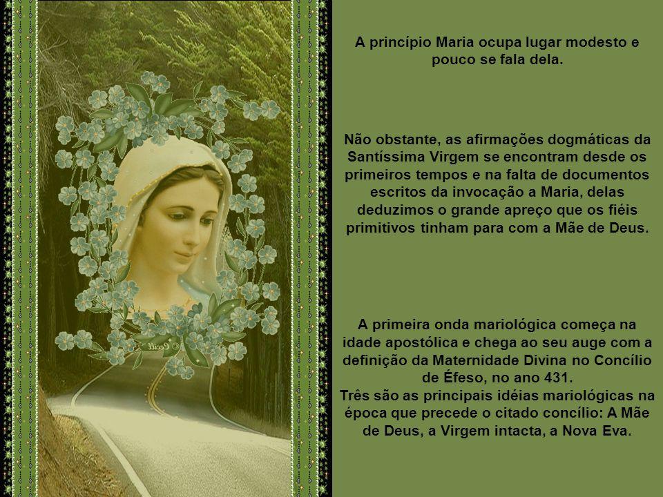 A princípio Maria ocupa lugar modesto e pouco se fala dela.