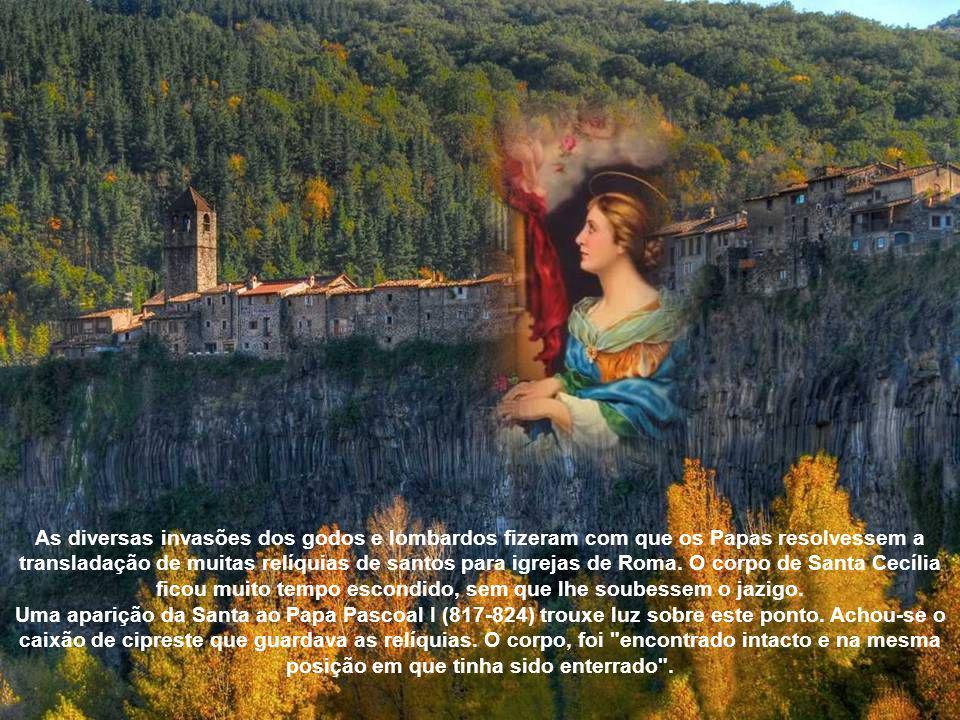 As diversas invasões dos godos e lombardos fizeram com que os Papas resolvessem a transladação de muitas relíquias de santos para igrejas de Roma. O corpo de Santa Cecília ficou muito tempo escondido, sem que lhe soubessem o jazigo.