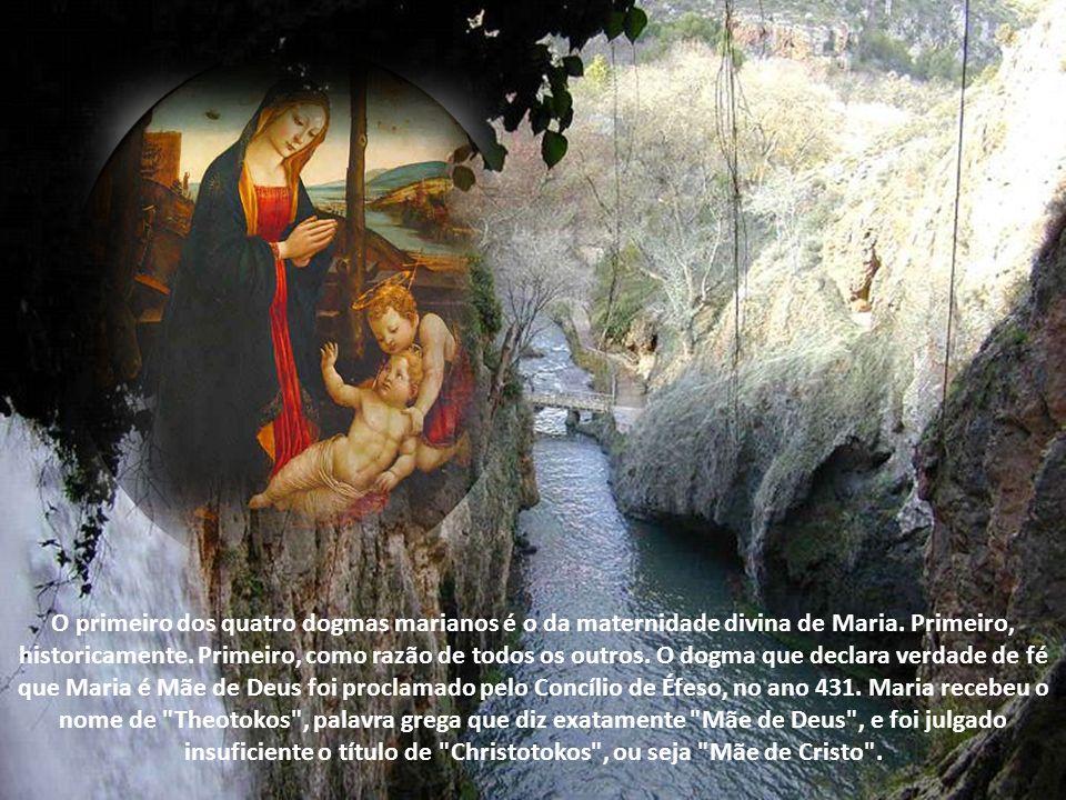 O primeiro dos quatro dogmas marianos é o da maternidade divina de Maria.