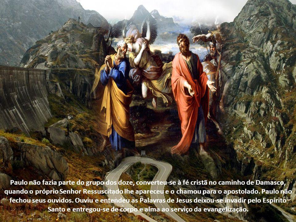 Paulo não fazia parte do grupo dos doze, converteu-se à fé cristã no caminho de Damasco, quando o próprio Senhor Ressuscitado lhe apareceu e o chamou para o apostolado.