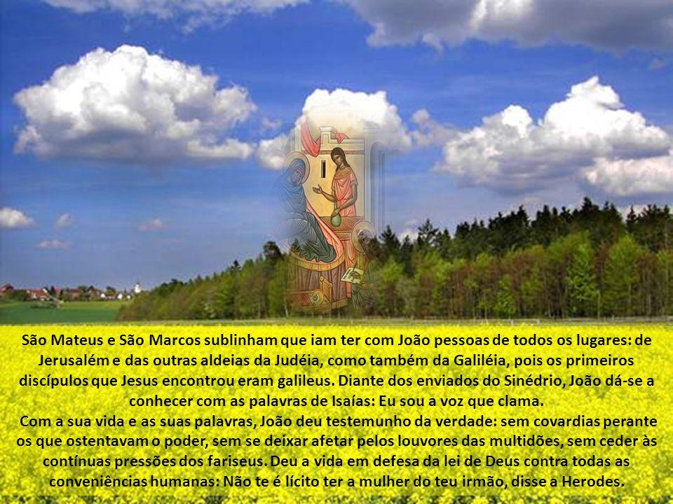 São Mateus e São Marcos sublinham que iam ter com João pessoas de todos os lugares: de Jerusalém e das outras aldeias da Judéia, como também da Galiléia, pois os primeiros discípulos que Jesus encontrou eram galileus. Diante dos enviados do Sinédrio, João dá-se a conhecer com as palavras de Isaías: Eu sou a voz que clama.