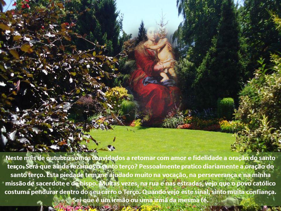 Neste mês de outubro somos convidados a retomar com amor e fidelidade a oração do santo terço.