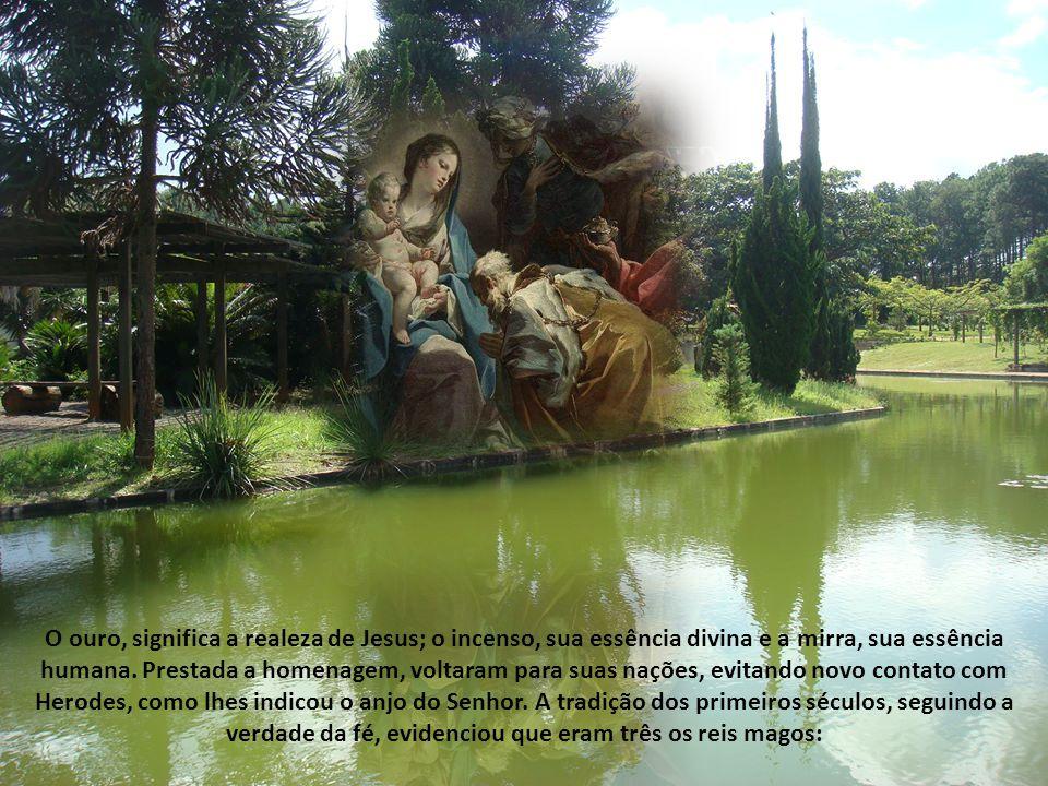 O ouro, significa a realeza de Jesus; o incenso, sua essência divina e a mirra, sua essência humana.