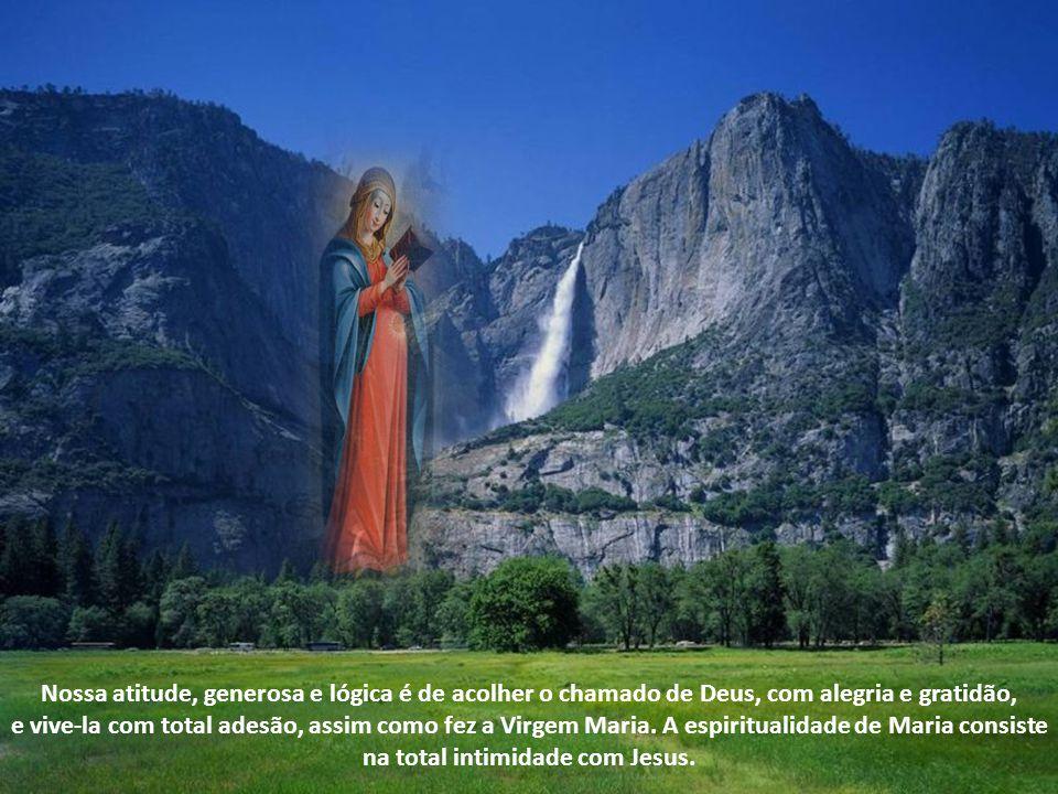 Nossa atitude, generosa e lógica é de acolher o chamado de Deus, com alegria e gratidão, e vive-la com total adesão, assim como fez a Virgem Maria.