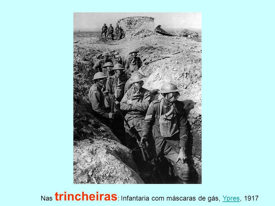 Nas trincheiras: Infantaria com máscaras de gás, Ypres, 1917