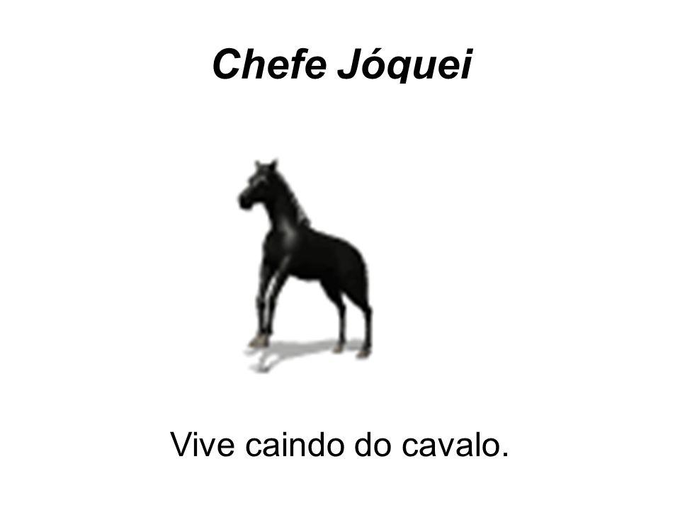 Chefe Jóquei Vive caindo do cavalo.