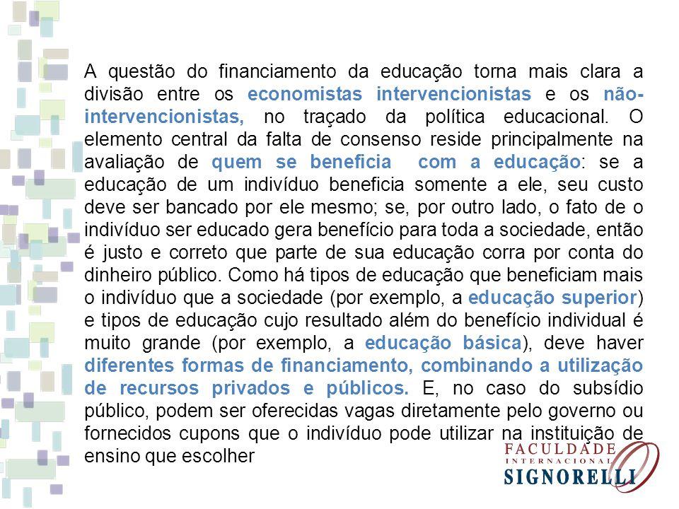 A questão do financiamento da educação torna mais clara a divisão entre os economistas intervencionistas e os não-intervencionistas, no traçado da política educacional.