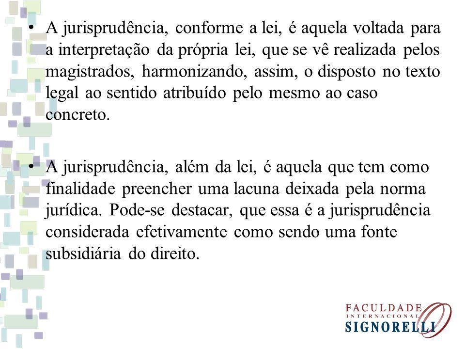 A jurisprudência, conforme a lei, é aquela voltada para a interpretação da própria lei, que se vê realizada pelos magistrados, harmonizando, assim, o disposto no texto legal ao sentido atribuído pelo mesmo ao caso concreto.