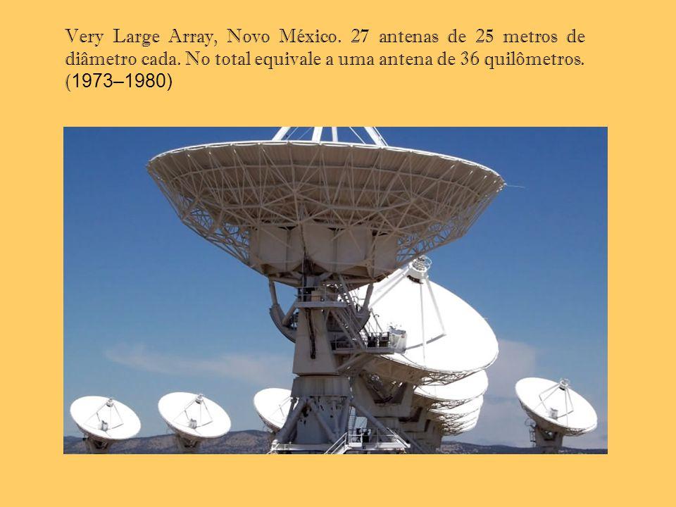 Very Large Array, Novo México. 27 antenas de 25 metros de diâmetro cada. No total equivale a uma antena de 36 quilômetros.