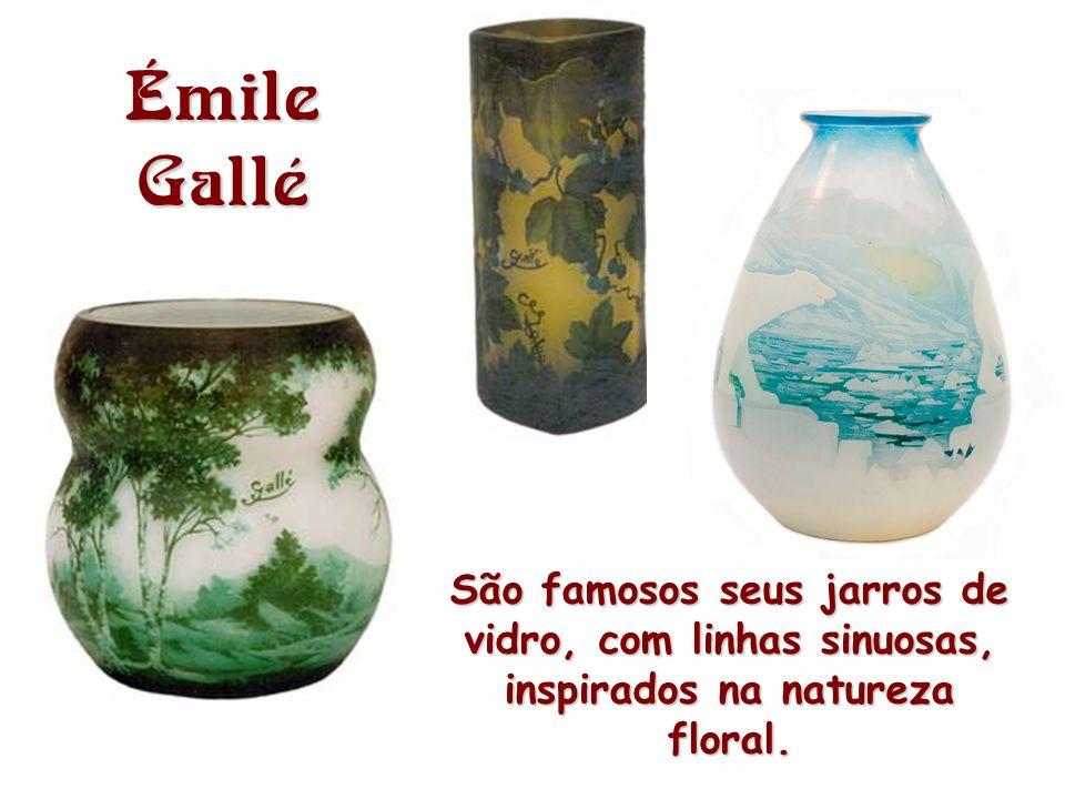 Émile Gallé São famosos seus jarros de vidro, com linhas sinuosas, inspirados na natureza floral.