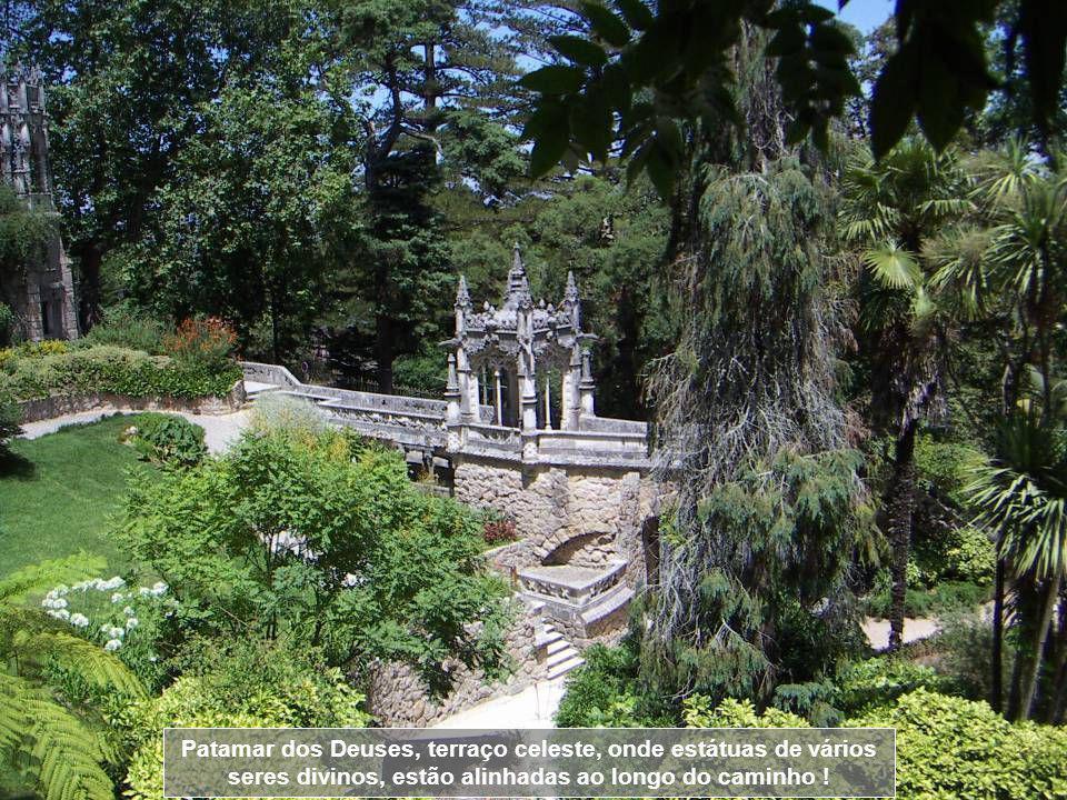 Patamar dos Deuses, terraço celeste, onde estátuas de vários seres divinos, estão alinhadas ao longo do caminho !