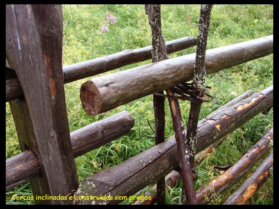 Cercas inclinadas e construídas sem pregos