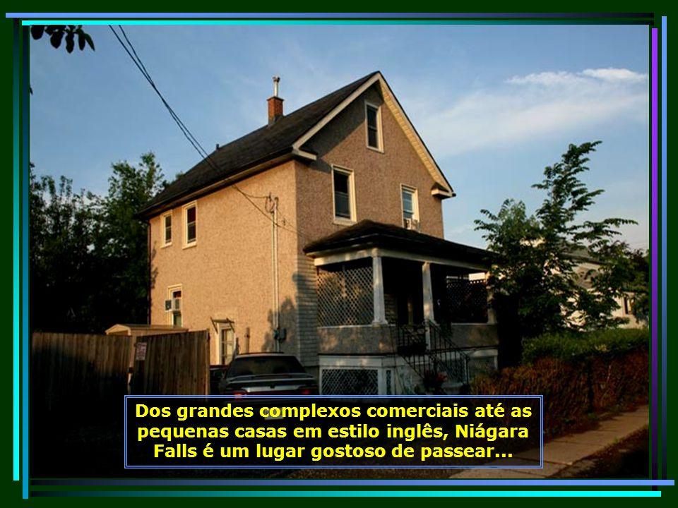 IMG_0368 - CANADÁ - NIÁGARA FALLS - CASAS AO LADO DO HOTEL CLARION-680