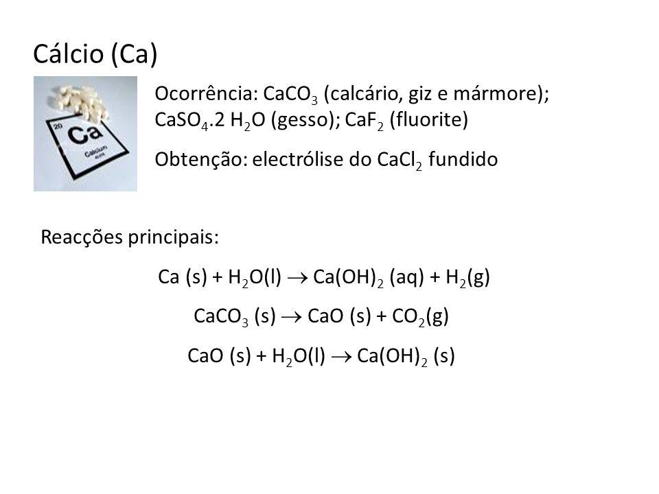 Cálcio (Ca) Ocorrência: CaCO3 (calcário, giz e mármore); CaSO4.2 H2O (gesso); CaF2 (fluorite) Obtenção: electrólise do CaCl2 fundido.