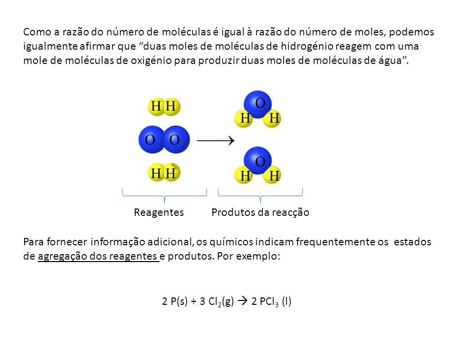 Como a razão do número de moléculas é igual à razão do número de moles, podemos igualmente afirmar que duas moles de moléculas de hidrogénio reagem com uma mole de moléculas de oxigénio para produzir duas moles de moléculas de água .