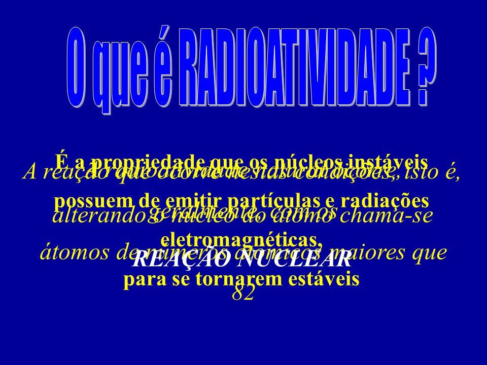 A radioatividade natural ocorre, geralmente, com os