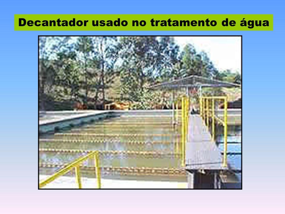 Decantador usado no tratamento de água