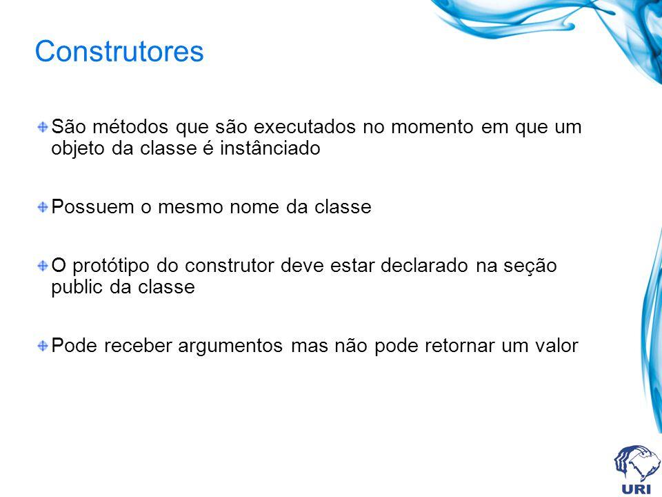 Construtores São métodos que são executados no momento em que um objeto da classe é instânciado. Possuem o mesmo nome da classe.