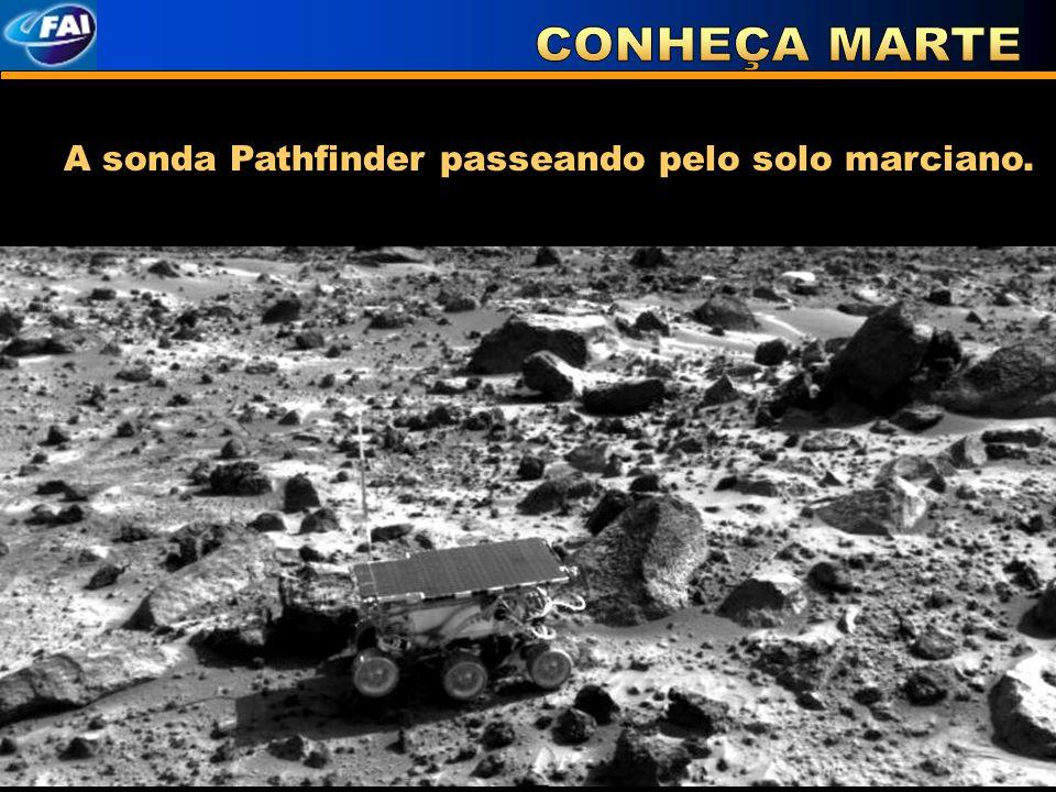 CONHEÇA MARTE A sonda Pathfinder passeando pelo solo marciano.