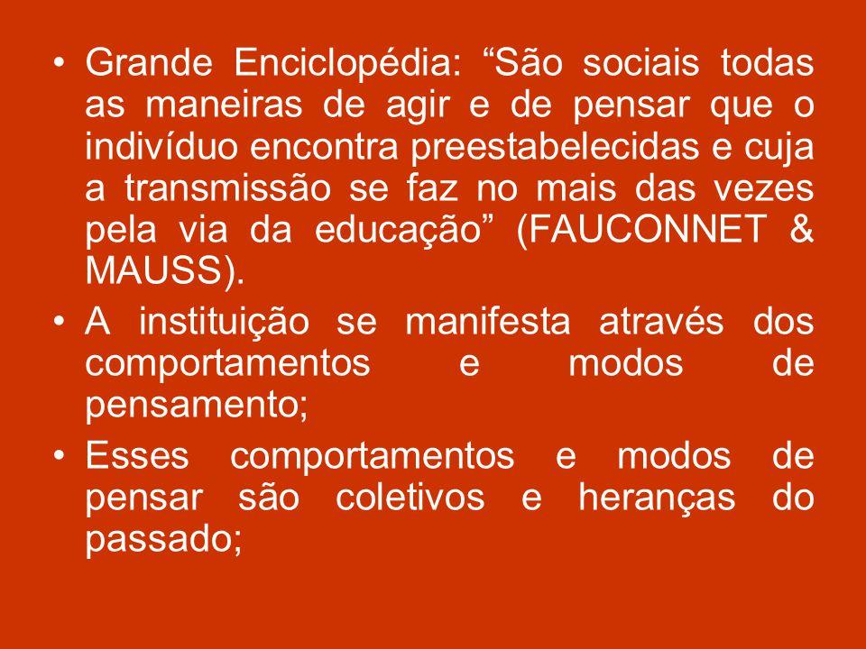 Grande Enciclopédia: São sociais todas as maneiras de agir e de pensar que o indivíduo encontra preestabelecidas e cuja a transmissão se faz no mais das vezes pela via da educação (FAUCONNET & MAUSS).